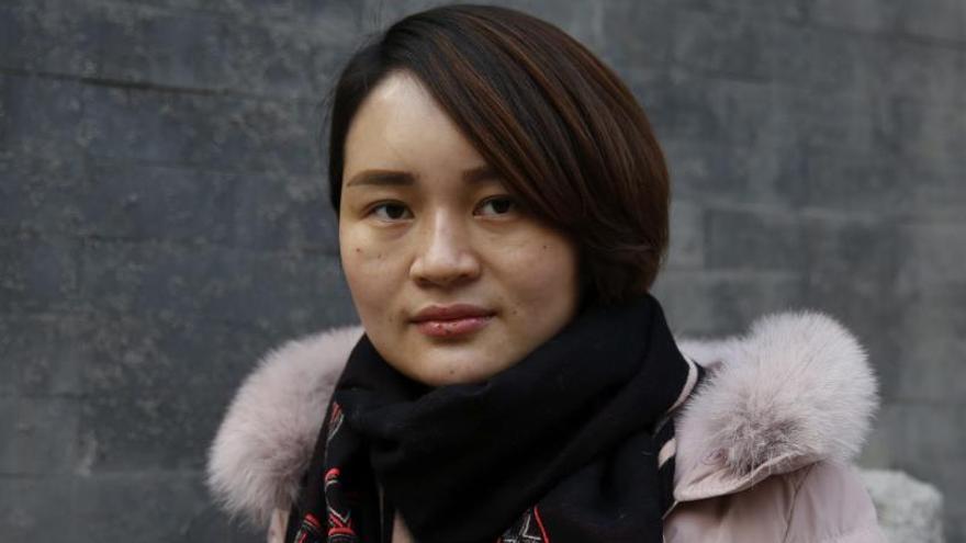 """La lucha """"sin pelo"""" de la activista Li Wenzu contra una China """"sin ley"""""""