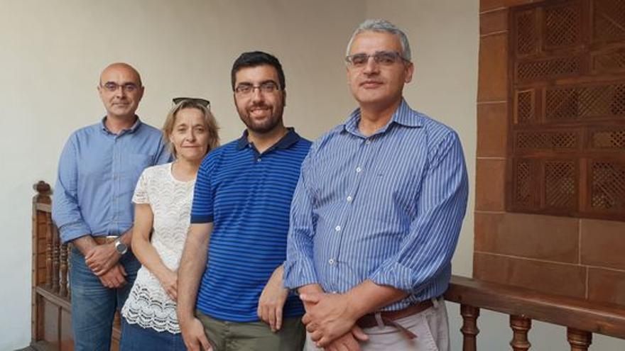 Eduardo Calderón (d) y otros responsables de Isonorte.