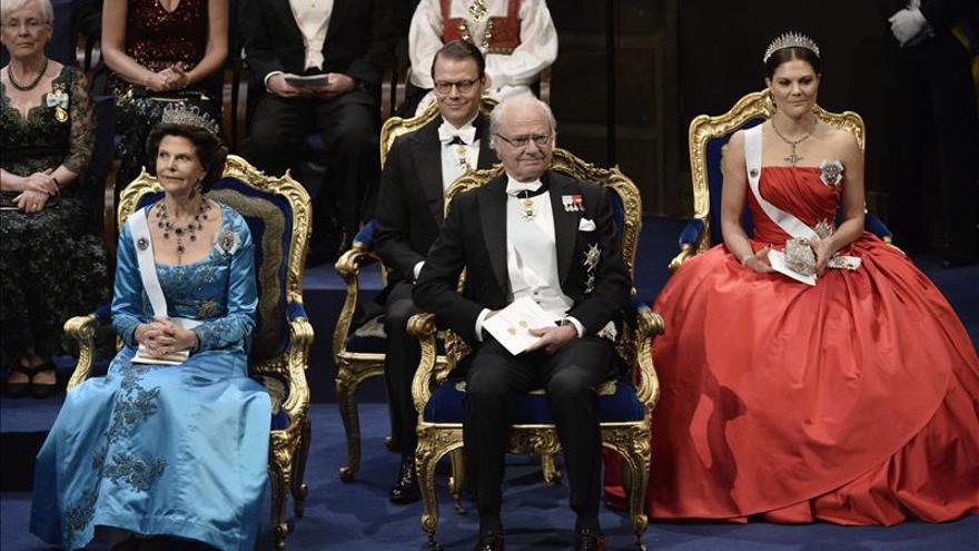 El rey Carlos Gustavo entrega los Nobel hoy, el día de la muerte de su creador
