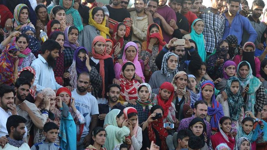 Mueren una civil y dos insurgentes en enfrentamientos en la Cachemira india