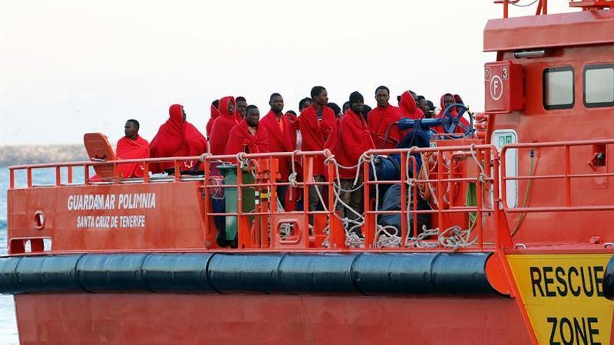 España repatrió en 2016 a 1.758 inmigrantes en vuelos y a 868 en barcos