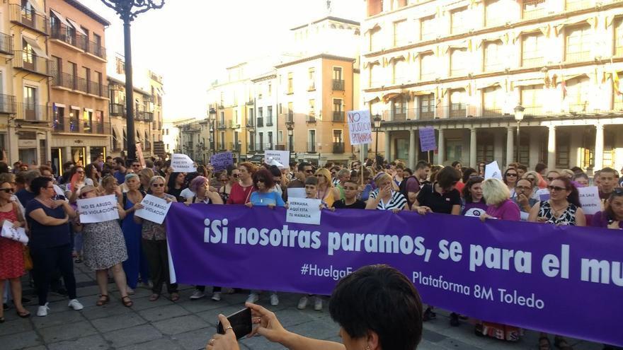 """Gritos contra la """"justicia de mierda"""" y la puesta en libertad de 'la manada' a lo largo de Castilla-La Mancha"""