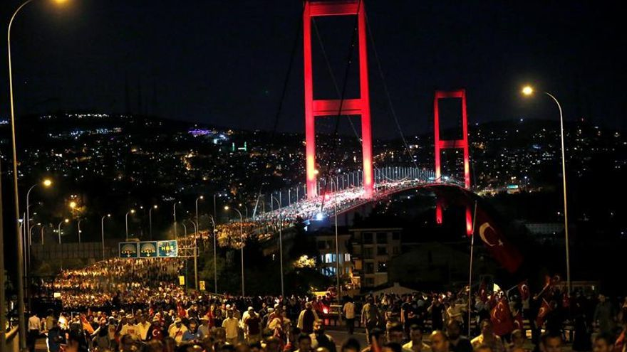 Turquía renombra el Puente del Bósforo para conmemorar a víctimas del golpe