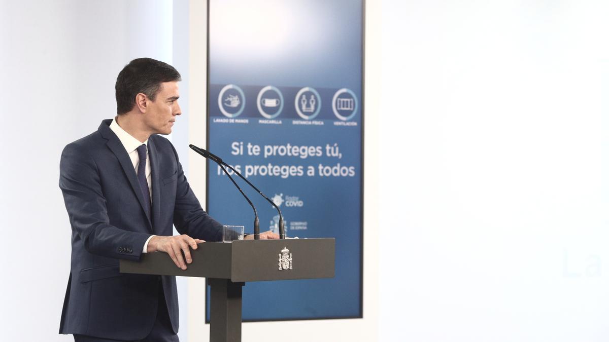 El presidente del Gobierno, Pedro Sánchez, ofrece una rueda de prensa en Moncloa, tras la celebración del Consejo de Ministros, a 6 de abril de 2021, en Madrid (España)