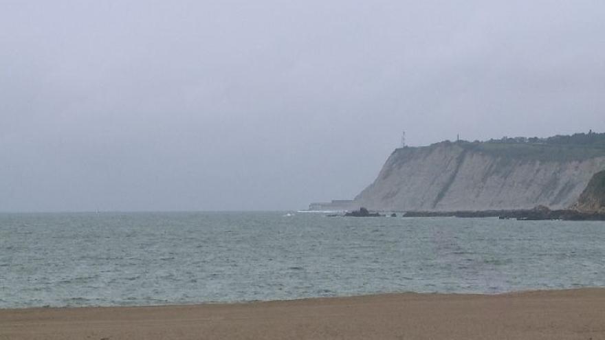 La bandera roja ondea en las playas vizcaínas de Barinatxe, Arriatera-Atxabiribil, y Bakio