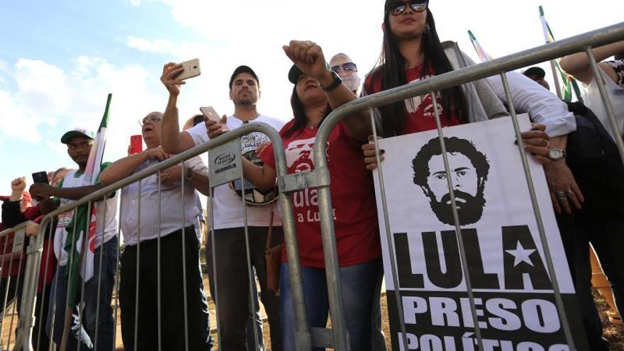 La improbable candidatura de Lula se cierne sobre una izquierda dividida en Brasil y da más margen a la derecha.