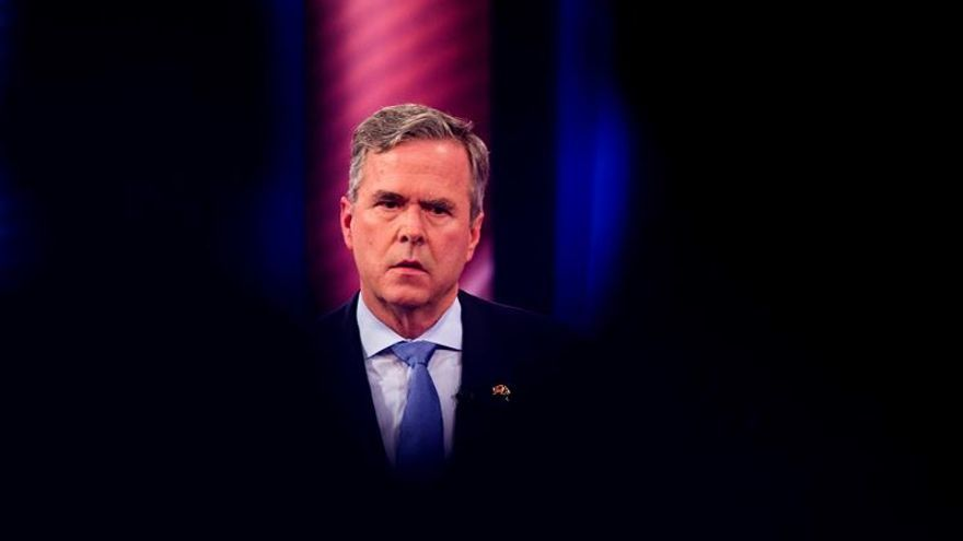 Jeb Bush retira su candidatura presidencial