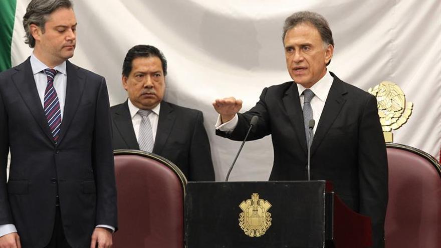 Toma posesión el nuevo gobernador de Veracruz en medio de una crisis social