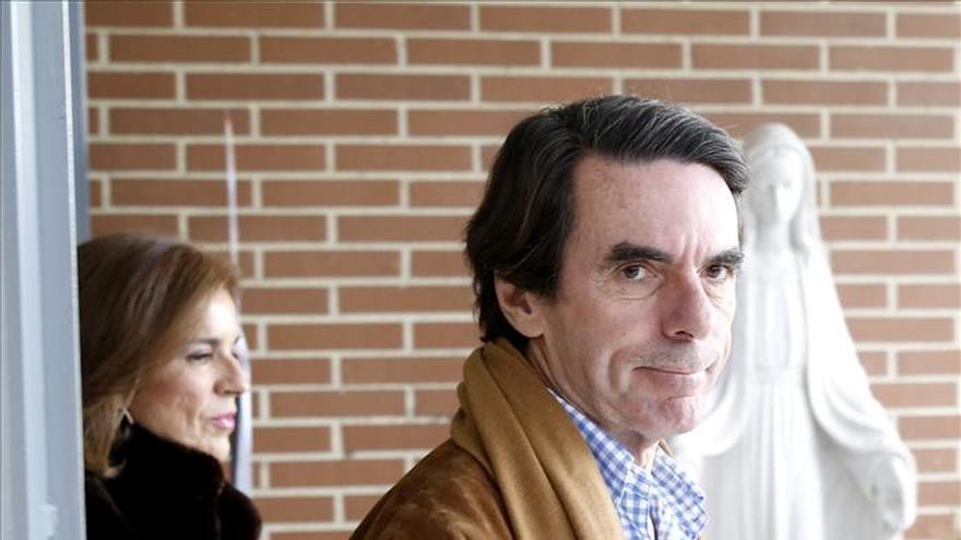 Aznar asiste a la reunión del PP convocada por Rajoy para analizar el 20D