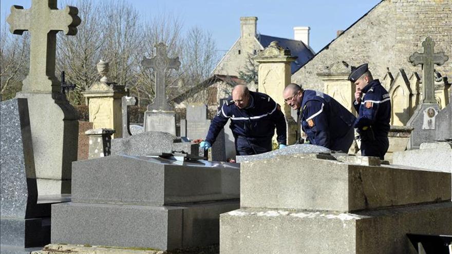 Profanan un cementerio cristiano en el norte de Francia