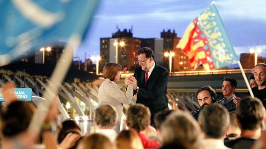 Isabel Bonig, con Mariano Rajoy, el viernes en Valencia.