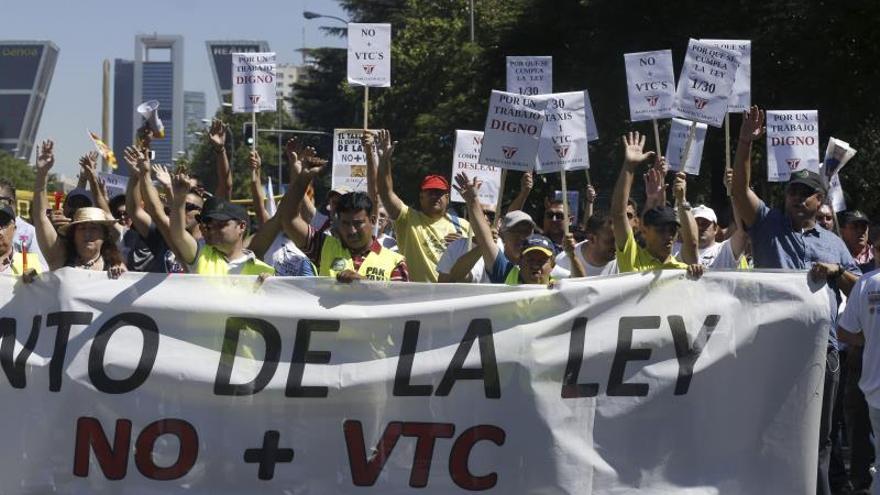Taxistas y conductores de VTC se manifestarán cerca del Congreso el jueves