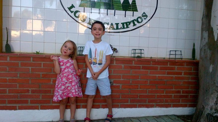 Manuel con su prima Ana