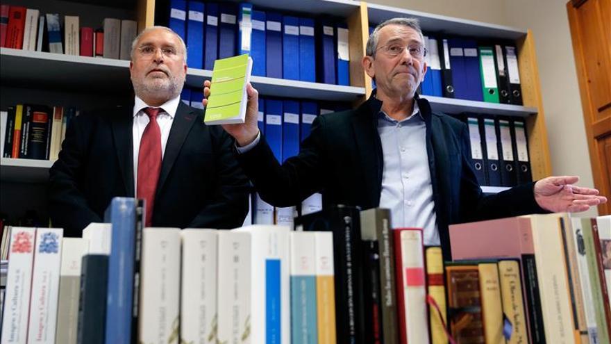 El Gobierno valenciano halla 375.000 libros apilados hace años en una nave