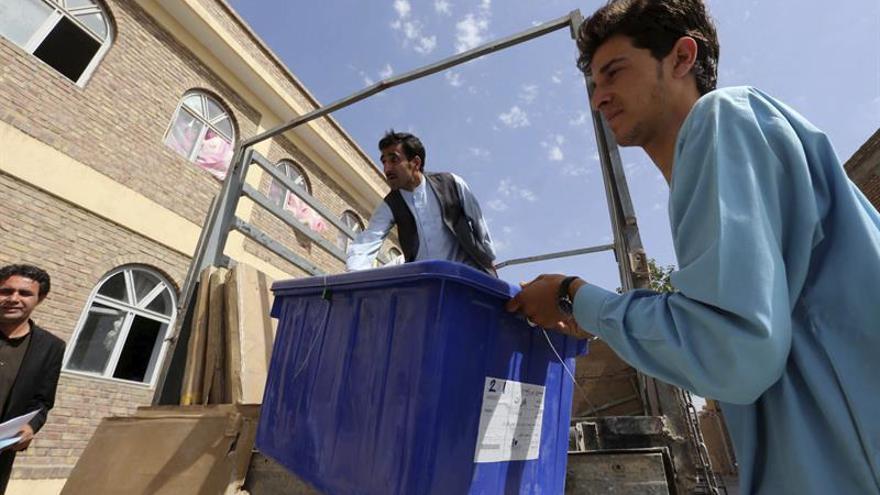 Afganistán celebrará elecciones legislativas y locales en doce meses
