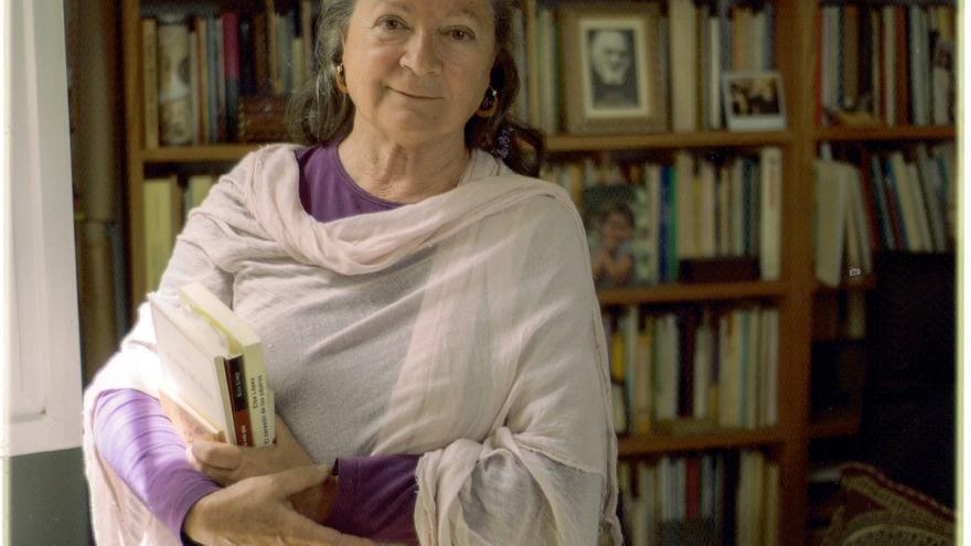 La escritora Elsa López en su casa. Foto: MÓNICA RODRÍGUEZ MEDINA