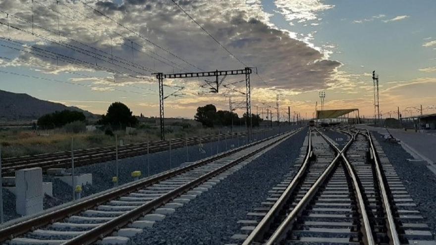 Archivo - Imagen de un desvío en una Línea de Alta Velocidad