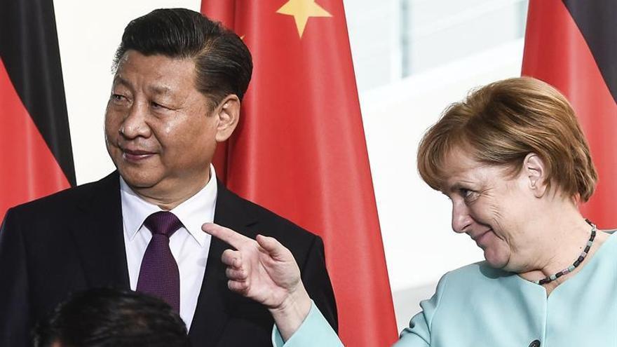 Merkel aboga por acelerar las negociaciones comerciales entre la UE y China
