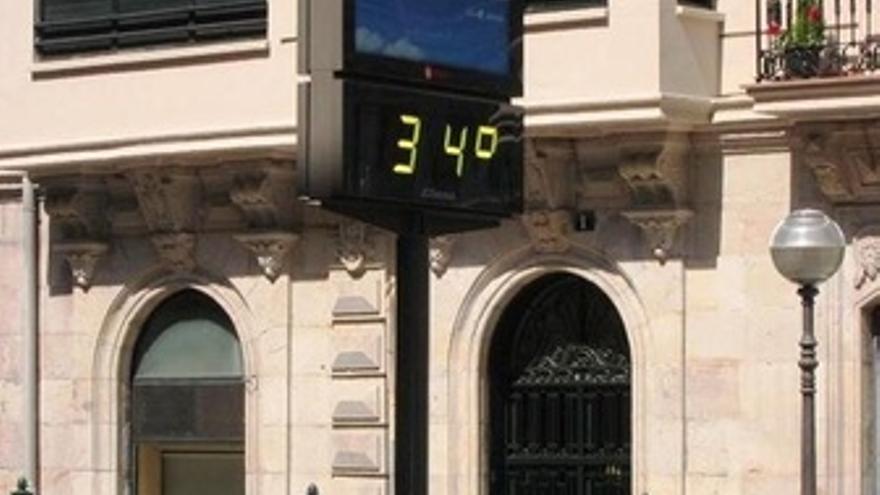 Un Termómetro Marca 34 Grados Centígrados