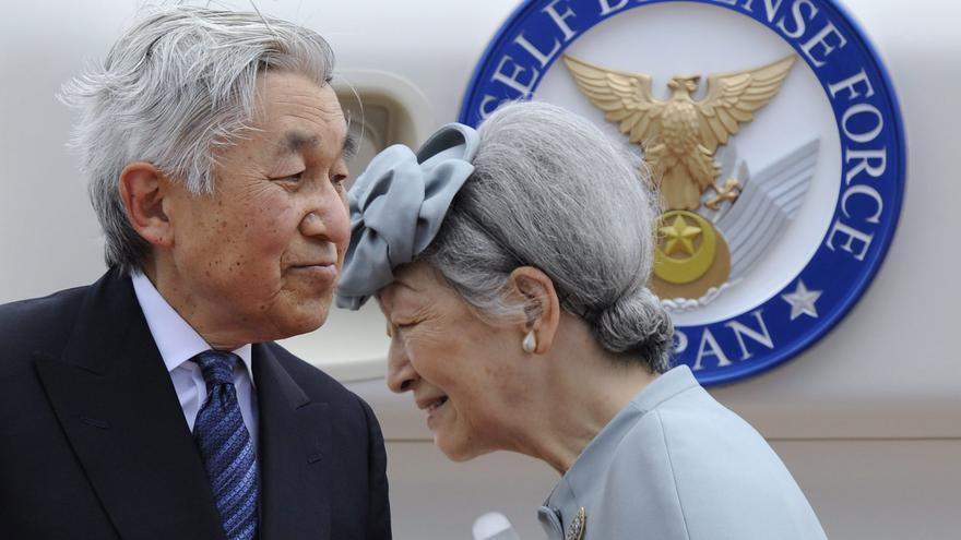 Akihito alaba a los voluntarios de las zonas devastadas por el tsunami