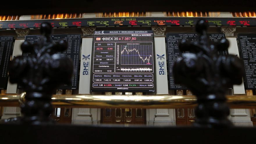 El IBEX cae el 0,51 por ciento en una jornada de transición
