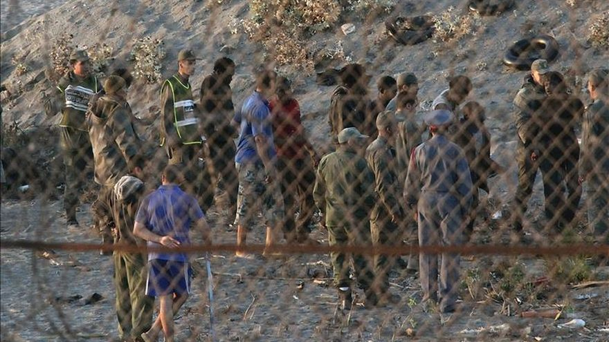 Marruecos impide que 150 inmigrantes asalten en grupo la frontera de Ceuta