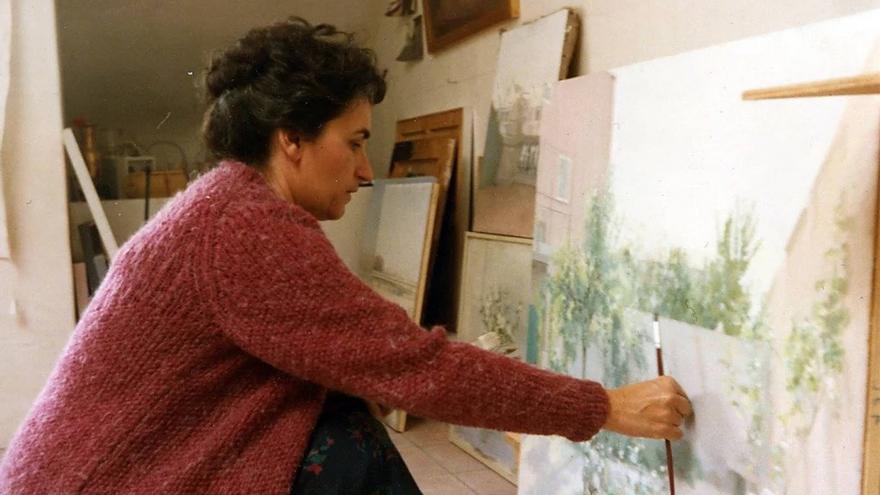 María Moreno pintando en su estudio. Copyright Estudio María Moreno. Fuente: web de la autora.