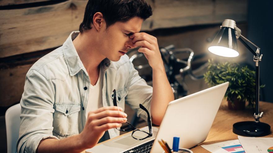 Jornadas laborales de más de once horas duplican las posibilidades de tener episodios depresivos.