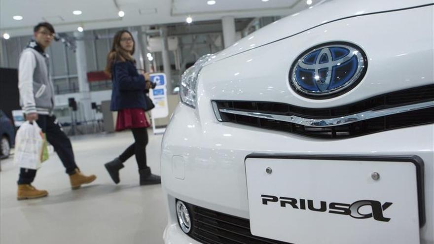 La CNMC multa con 3,2 millones de euros a 10 concesionarios de automóviles