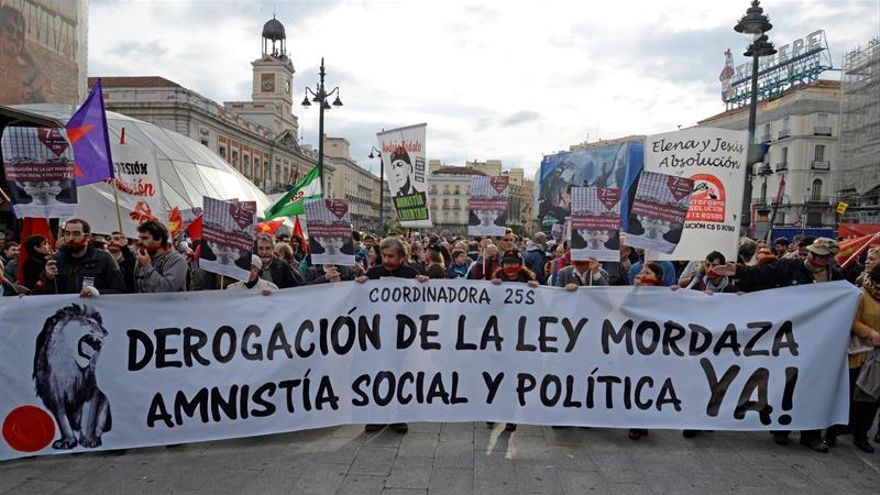"""Periodistas se unen a las manifestaciones contra """"ley mordaza"""" y pensiones"""