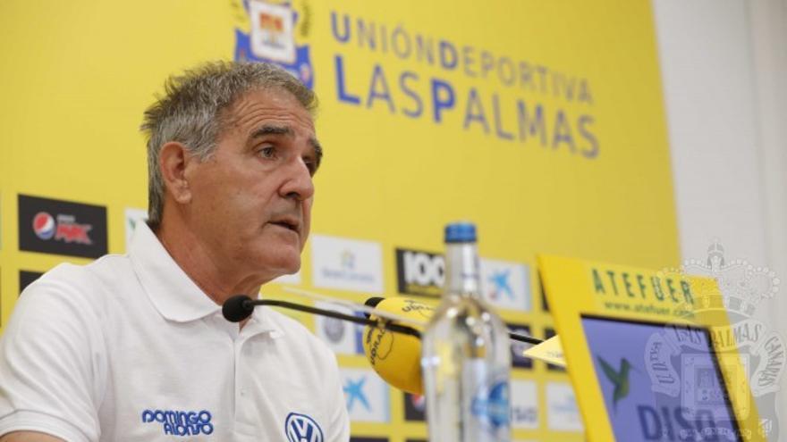 Paco Herrera atiende a los medios de comunicación una jornada antes del partido frente a Osasuna.