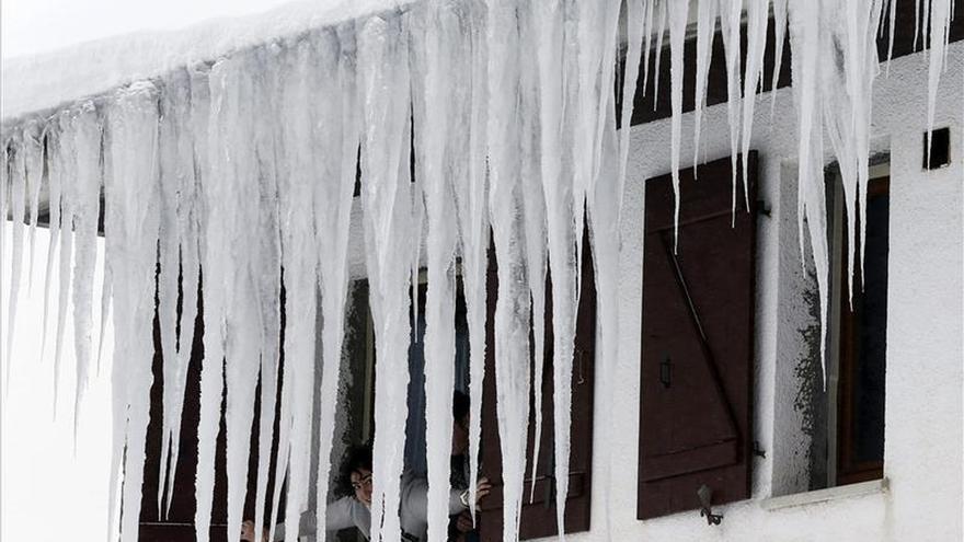 Quince comunidades siguen en alerta por nieve, frío intenso, viento o aludes