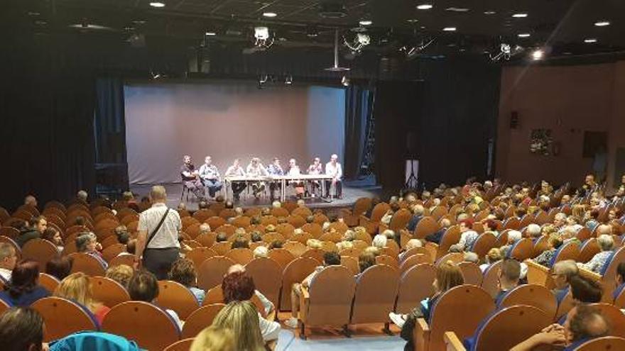 La asamblea de vecinos convocada ayer en Gamonal (Burgos)