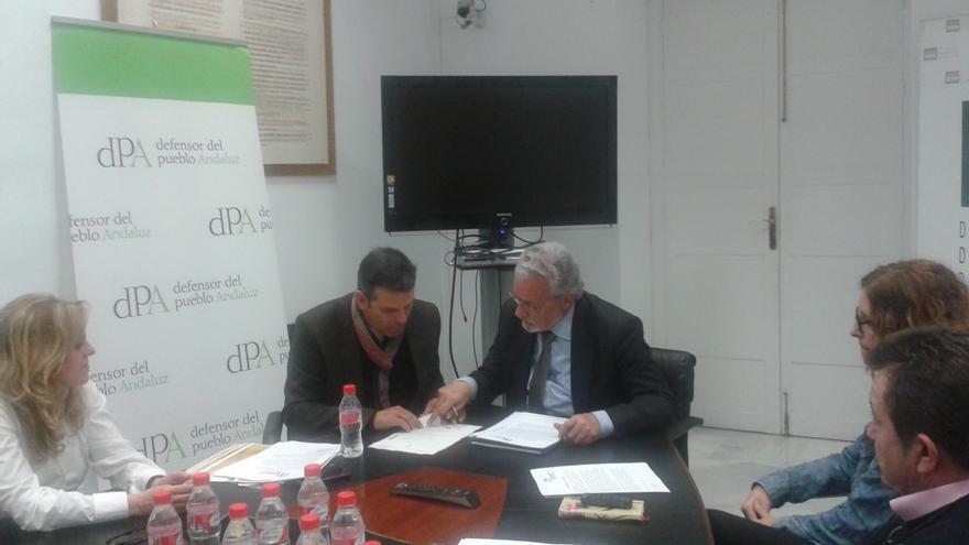 Reunión entre el Defensor del Pueblo Andaluz, Jesús Maeztu, y representantes de la Plataforma Mezquita-Catedral Patrimonio de Todos.