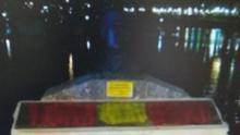 El monumento de homenaje al Stambrook con las pintadas falangistas / Pere Miquel Campos