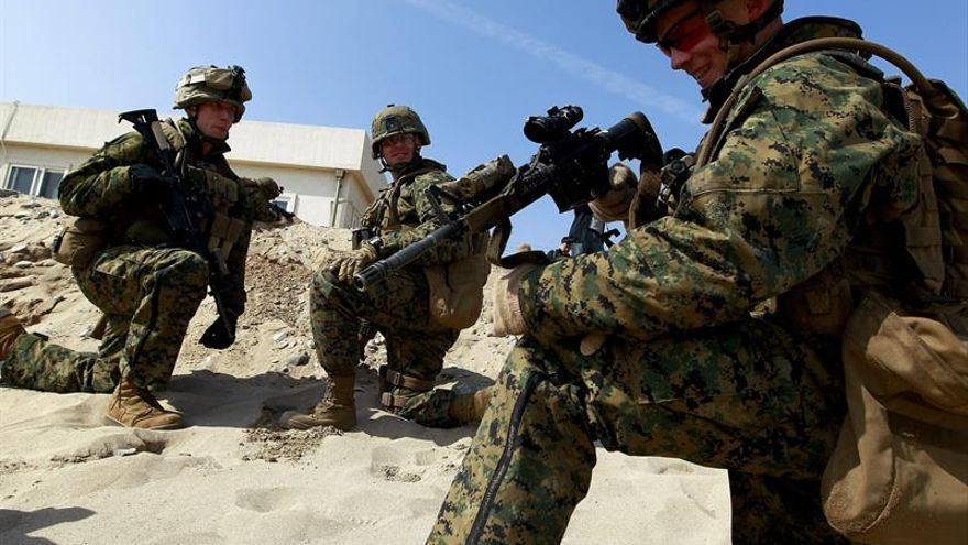 EE.UU. envía un pelotón de marines para reforzar su embajada en Bagdad