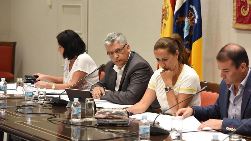 El Comisionado de Inclusión Social y Lucha contra la pobreza, Néstor Hernández, comparece en comisión parlamentaria