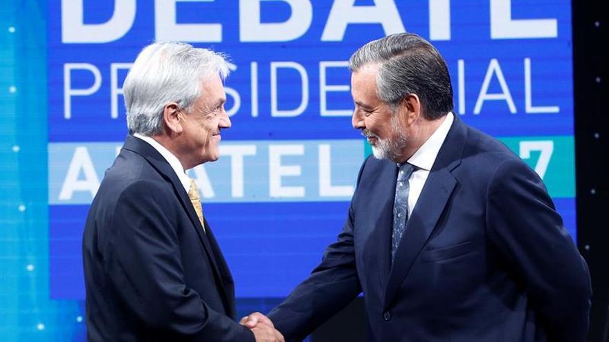 Tenso cara a cara entre Piñera y Guillier confronta programas antitéticos