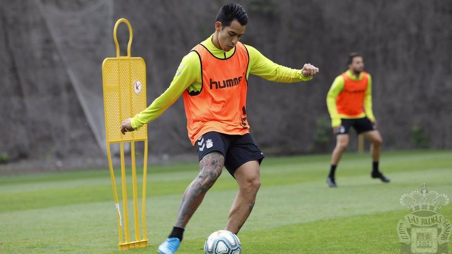 'El Chino' Araujo durante una sesión de entrenamiento.