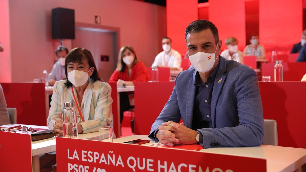 Pedro Sánchez junto a Cristina Narbona en el Comité Federal del PSOE del 3 de julio de 2021