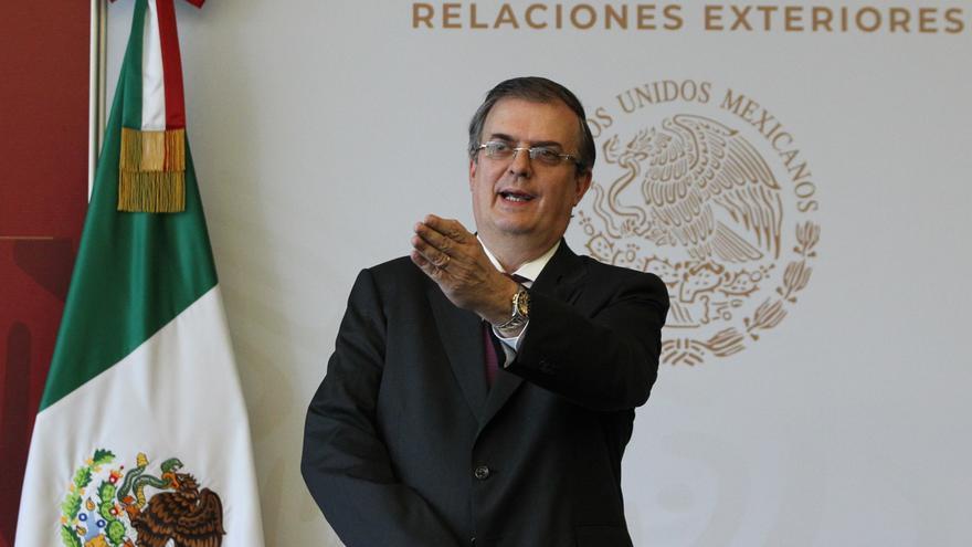 """México verifica cirugías """"irregulares"""" a migrantes detenidas en EEUU"""