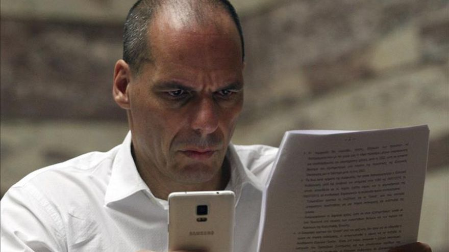 """Varufakis califica las negociaciones con el eurogrupo de """"guerra financiera"""""""