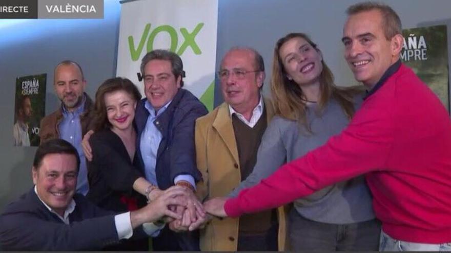 Los líderes valencianos de Vox, con José María Llanos e Ignacio Gil Lázaro en el centro de la imagen