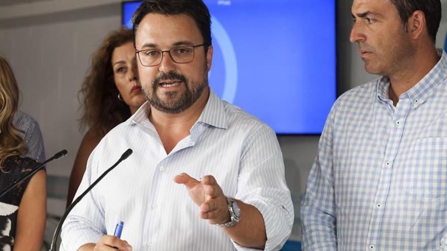 El presidente del Partido Popular en Canarias, Asier Antona, ofreció este martes una rueda de prensa previa a la reunión que mantuvo con los presidentes insulares de su partido en Canarias.EFE/Ramón de la Rocha