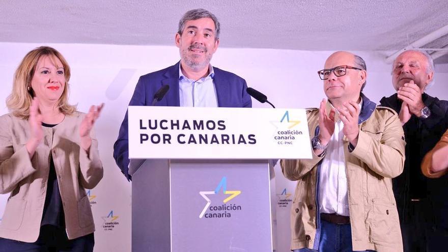 Rosa Dávila, Fernando Clavijo y José Miguel Barragán, tras conocerse los resultados del 26M
