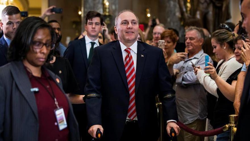 El congresista republicano herido en un tiroteo regresa al Capitolio de EE.UU.