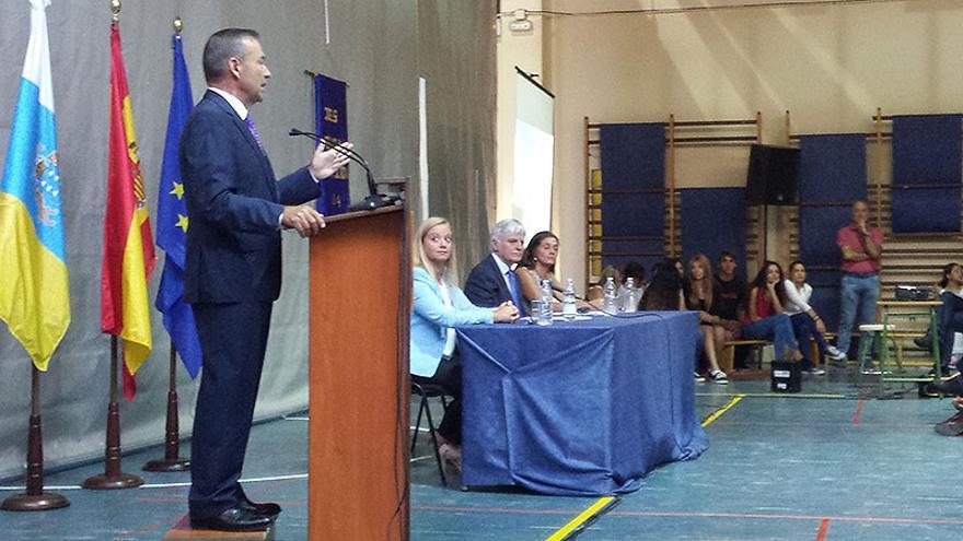 El presidente del Gobierno de Canarias, Paulino Rivero, inaugura el curso escolar en el IES Santa Brígida.