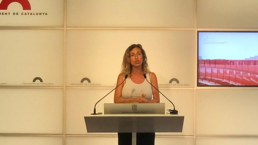 La diputada de la CUP en el Parlament Laia Estrada en rueda de prensa en el Parlament, a 20 de julio de 2021.