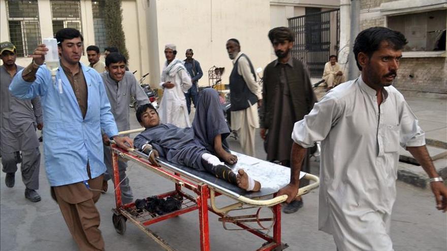 Al menos 20 muertos y 50 heridos en un atentado suicida en Pakistán