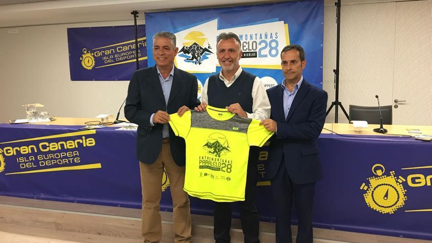 El consejero de Deportes del Cabildo de Gran Canaria, Ángel Víctor Torres, el alcalde de La Aldea, Tomás Pérez y el concejal de Deportes, Ricardo León